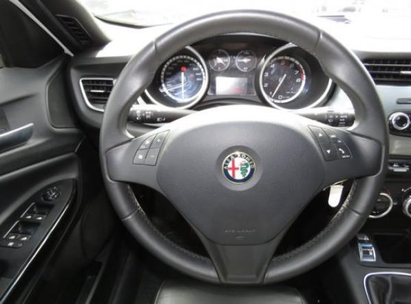 Alfa Romeo Giulietta DINTINCTIVE año 2015
