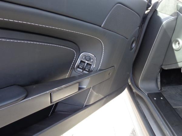 Aston Martin V8 Vantage COUPE año 2013