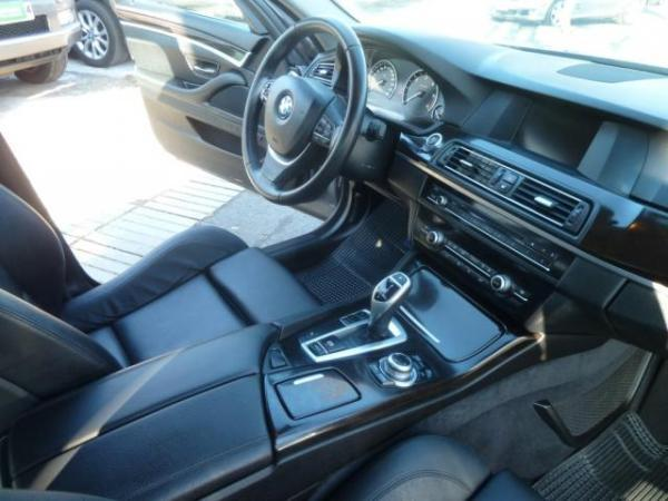 BMW 530 3.0 , paddle shift año 2013