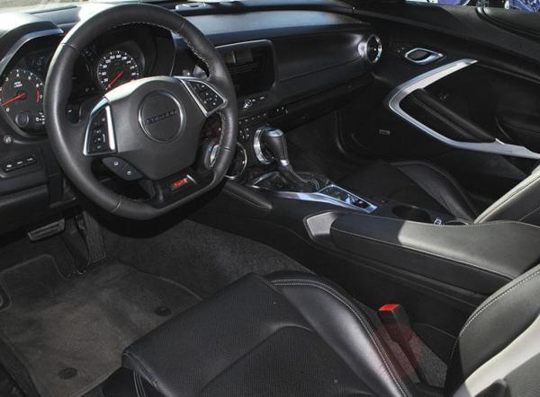 Chevrolet Camaro SIX AT año 2017