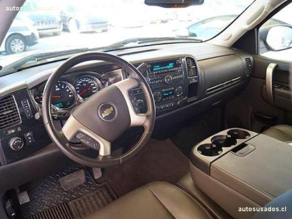 Chevrolet Silverado 5.3 LT II 4WD año 2014