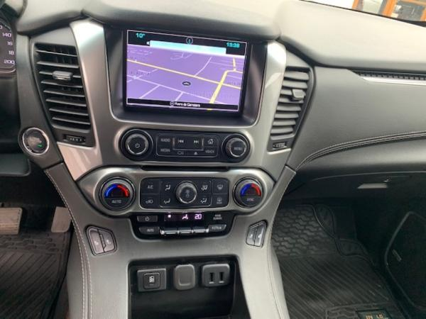 Chevrolet Suburban LT 4WD 5.3 AT año 2019