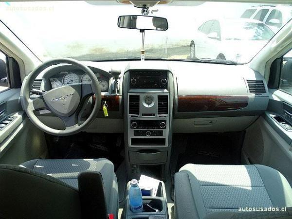 Chrysler Grand Town Country LX 3.8 año 2011