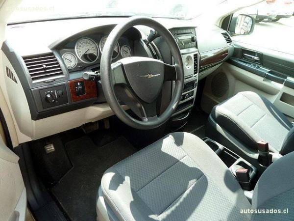 Chrysler Town Country LX año 2011