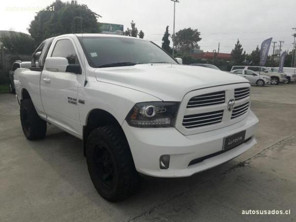 Dodge Ram NEW RAM 1500 4X4 5,7 . año 2015