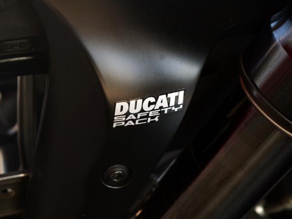 Ducati Diavel CARBON año 2014