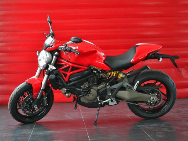 Ducati Monster 821 STRIPE año 2016