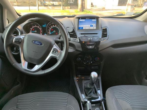 Ford Fiesta TITANIUM año 2017