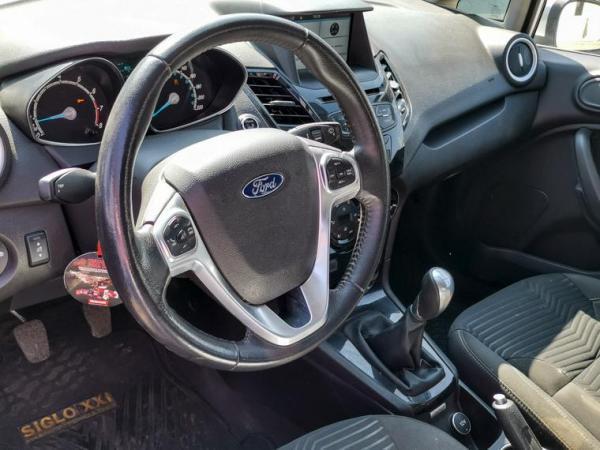 Ford Fiesta MT año 2017