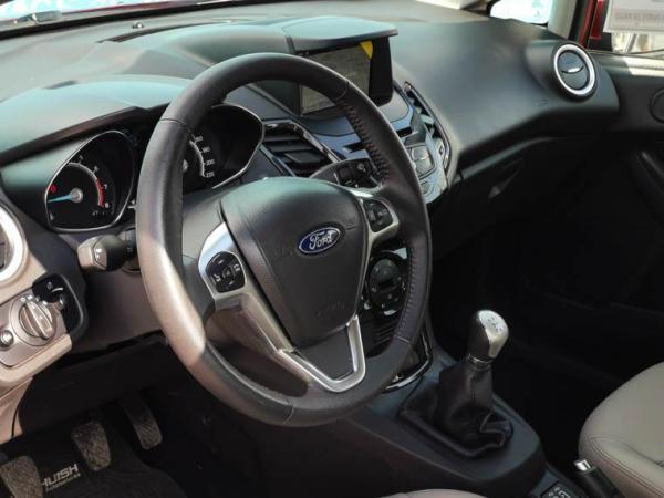 Ford Fiesta TITANIUM 1.6 MT A/C año 2019