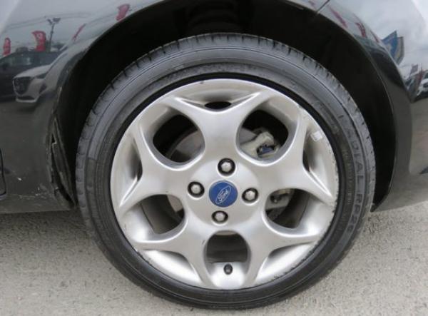Ford Ford FIESTA SE año 2013