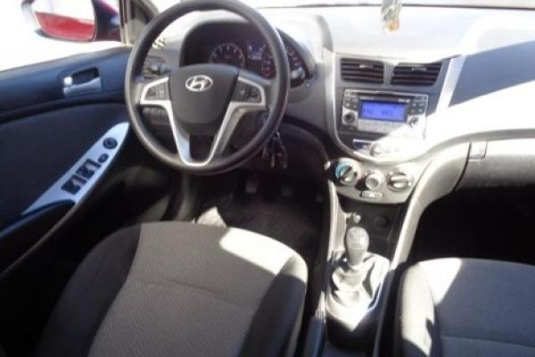 Hyundai Accent RB 1.4 GL AC año 2013