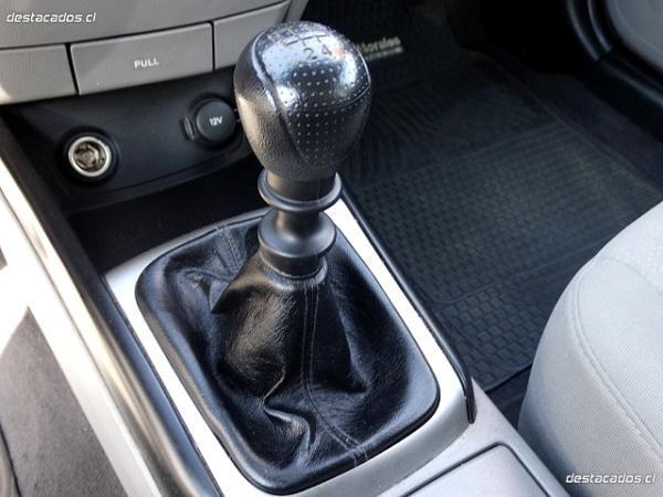 Hyundai Elantra GLS 1.6 año 2011