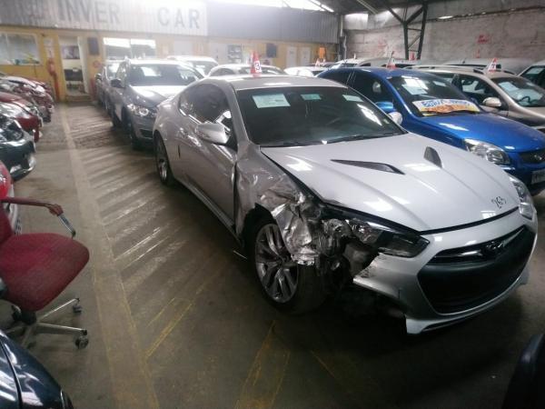 Hyundai Genesis CHOCADA año 2014