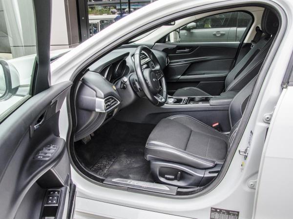 Jaguar XE R-SPORT año 2016