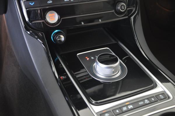 Jaguar XE Pure 2.0T año 2016