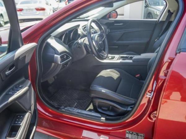 Jaguar XE 2.0 R-SPORT año 2017
