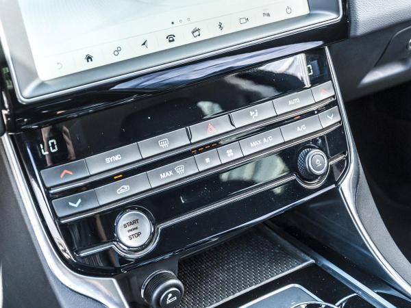 Jaguar XE XE PRESTIGE 2.0T GASOLINA año 2019