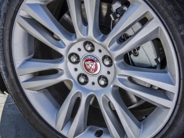 Jaguar XE 2.0 año 2019