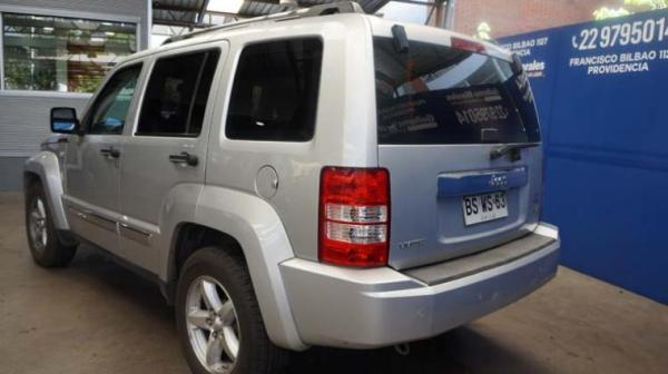 Jeep Cherokee LIBERTY LIMITED 3.7 AT año 2009