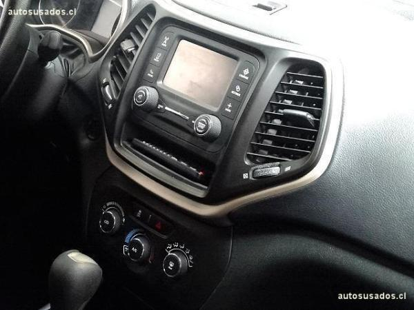 Jeep Cherokee SPORT año 2015