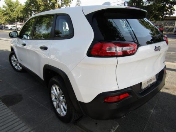Jeep Cherokee Sport 2.4 año 2015