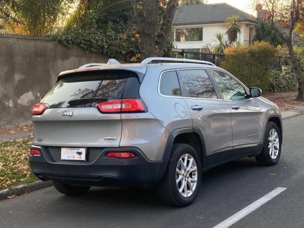 Jeep Cherokee LONGITUDE año 2015