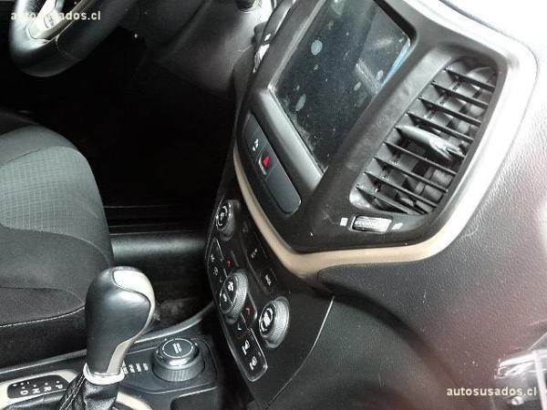 Jeep Cherokee LONGITUDE año 2016