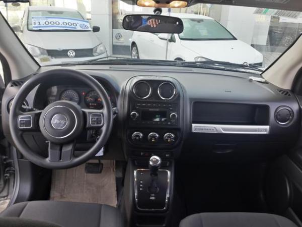 Jeep Compass COMPASS SPORT 4X4 2.4 año 2015