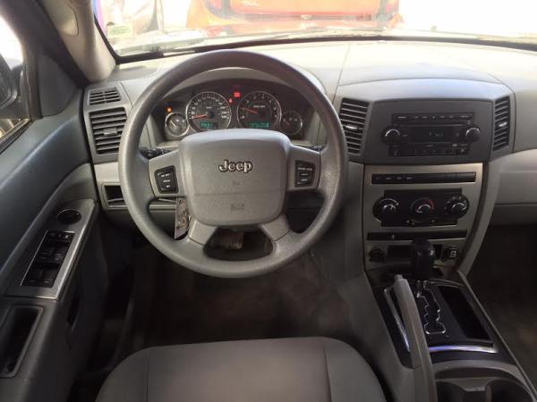 Jeep Grand Cherokee LAREDO año 2008