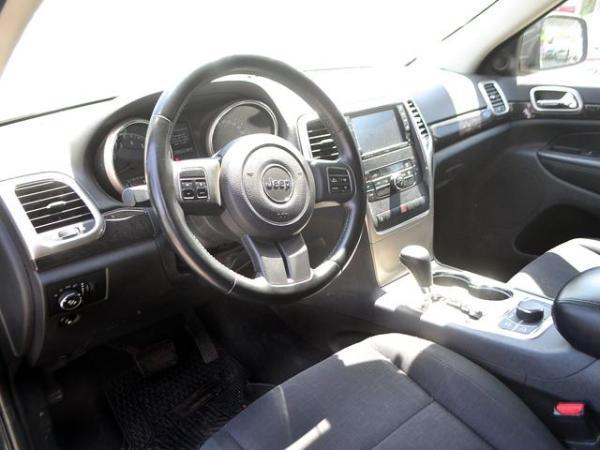 Jeep Grand Cherokee 4X4 LAREDO año 2011