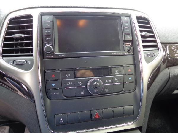 Jeep Grand Cherokee LAREDO año 2013