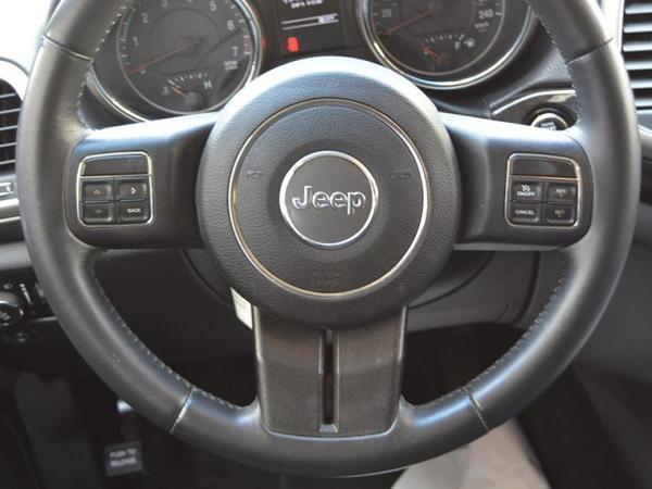 Jeep Grand Cherokee GRAND CHEROKEE LAREDO 3.6 año 2013