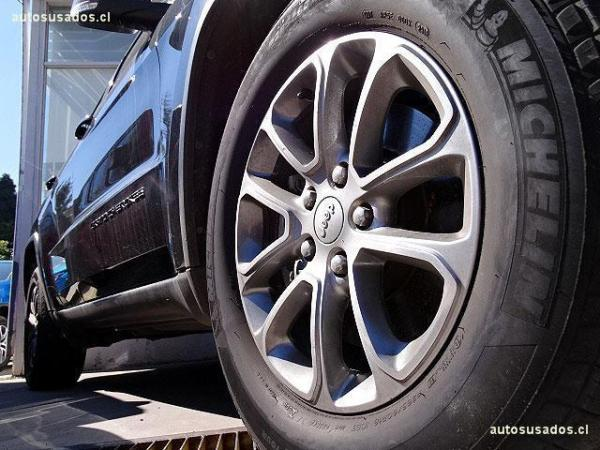 Jeep Grand Cherokee LAREDO V6 año 2014