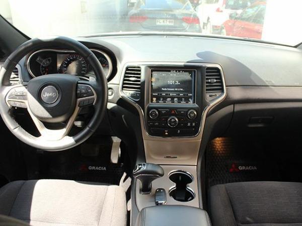 Jeep Grand Cherokee LAREDO 4X4 año 2014