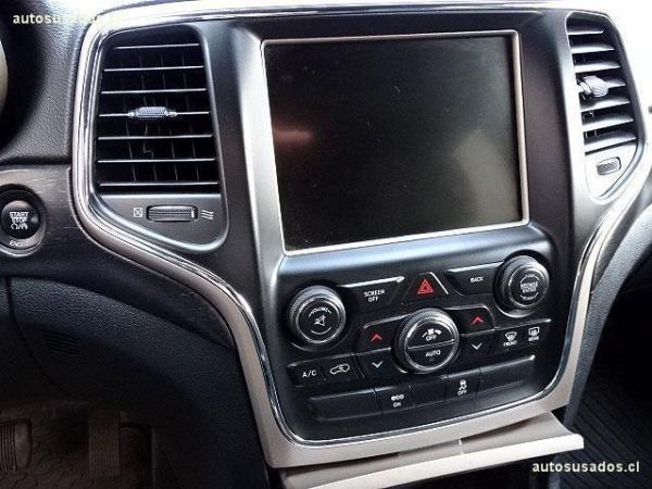 Jeep Grand Cherokee LAREDO 4X4 3.6L V6 año 2015