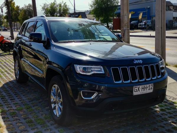 Jeep Grand Cherokee LAREDO año 2015
