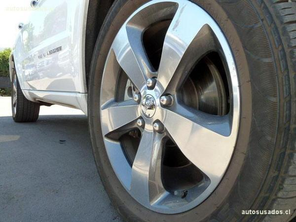 Jeep Grand Cherokee OVERLAND 4X4 5.7 año 2015