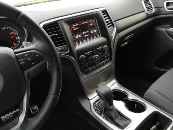 Jeep Grand Cherokee LAREDO V6 3.6 año 2020