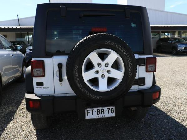 Jeep Wrangler UNLIMITED SPORT 3.6L AT año 2013