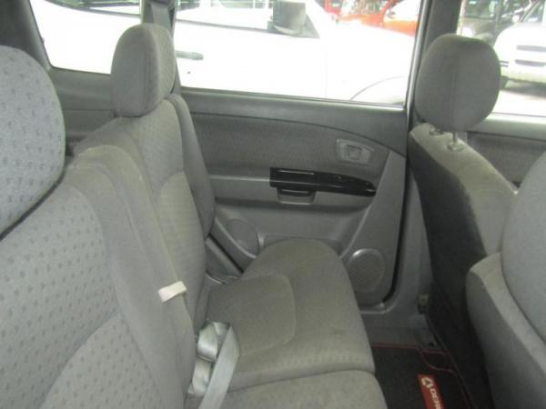 Kia Carens 1.8 LX año 2004