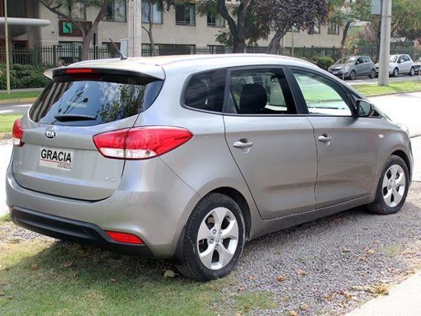 Kia Carens EX 2.0 AT año 2015
