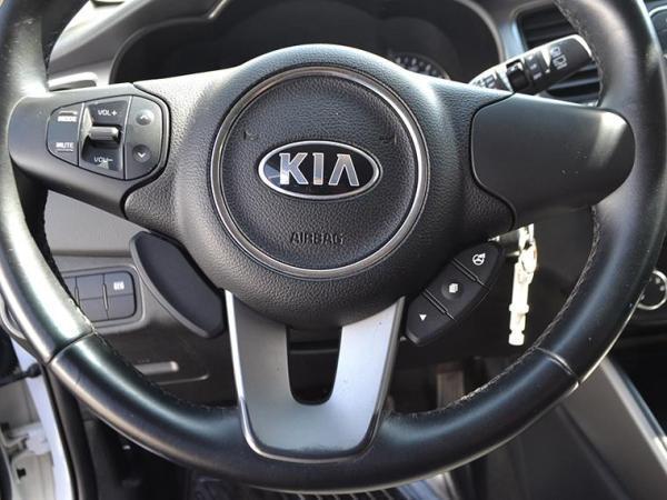 Kia Carens EX 1.7 AT año 2015