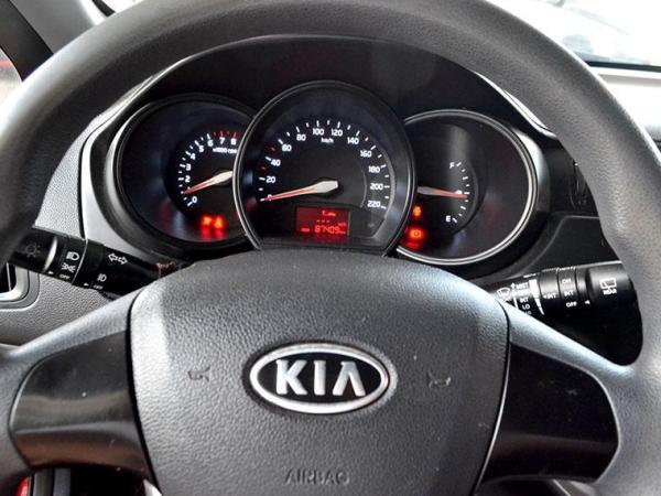 Kia Rio EX 1.4 año 2012