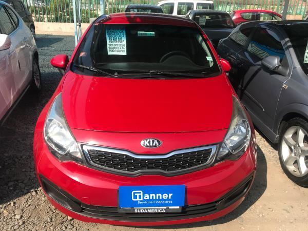 Kia Rio 4 vehículo año 2013