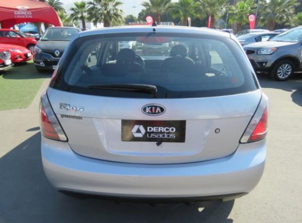 Kia Rio 5 EX año 2011