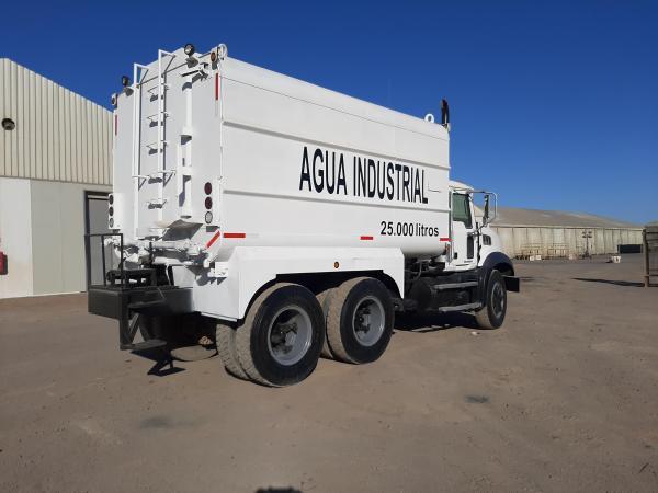 Mack Granite GU813 CAMIÓN ALJIBE 25000 LITRO año 2012