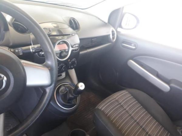 Mazda 2 V HATCHBACK 1.5 año 2010