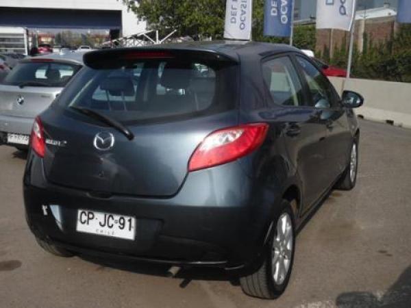 Mazda 2  año 2010