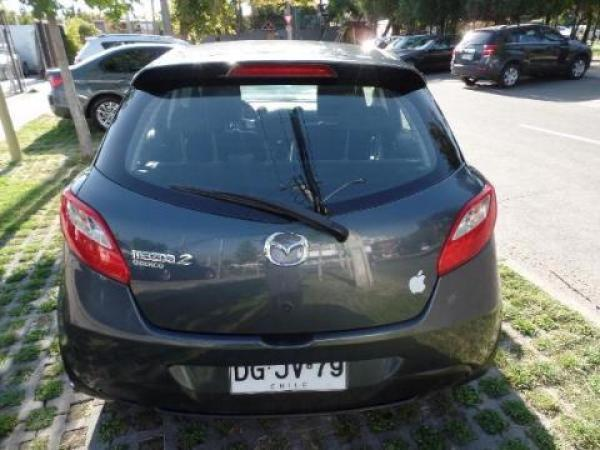 Mazda 2  año 2011